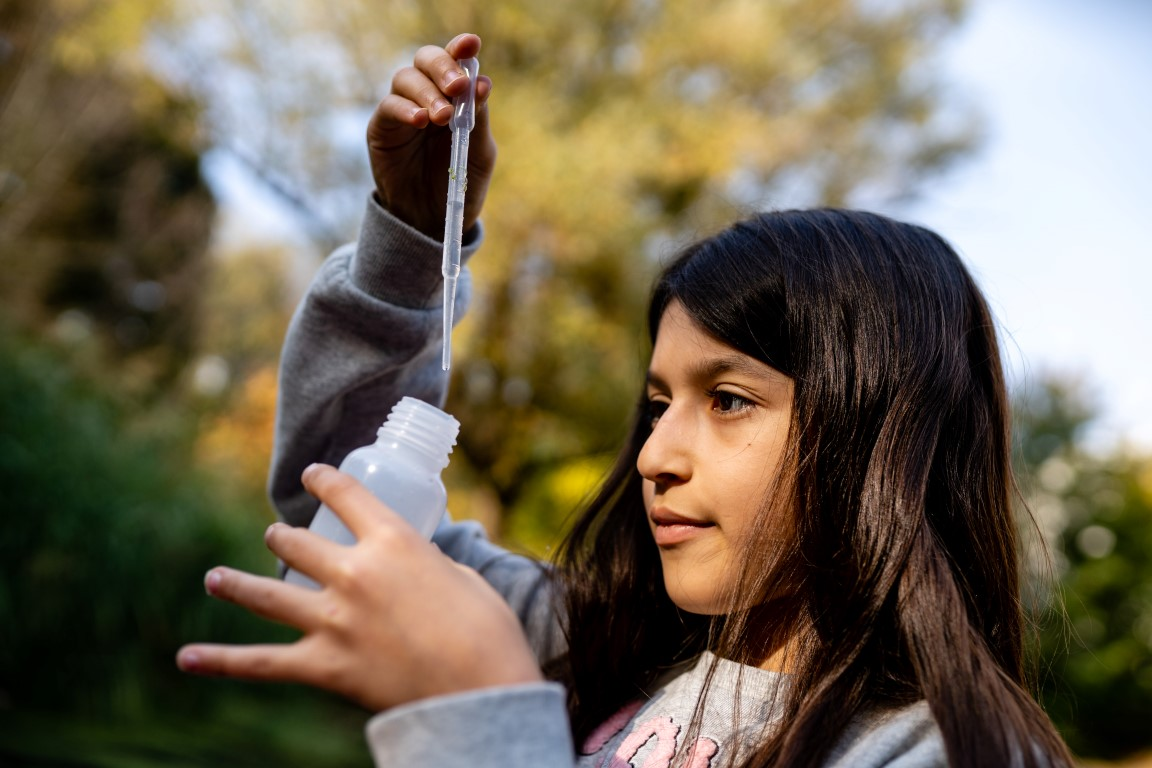 Wasserprobe am Schulteich - Stadtteilschule Lohbrügge